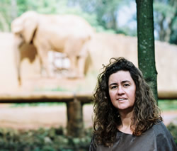 ElephantVoices' Junia Machado visiting a lonely Teresita in São Paulo Zoo.